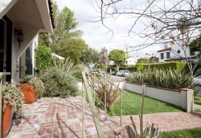 843 Huntley West Hollywood Premier Fourplex Front yard