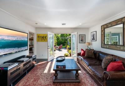 5109 Nagle Avenue, Los Angeles, Los Angeles, California, United States 91423, 3 Bedrooms Bedrooms, ,2 BathroomsBathrooms,Single Family Home,Active Listings,Nagle Avenue,1080